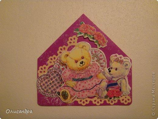 """МК по закладкам  <a href=""""http://scraphouse.ru/masterclass/flowers-and-decorations/beautiful-bookmarks-for-book.html"""" title=""""http://scraphouse.ru/masterclass/flowers-and-decorations/beautiful-bookmarks-for-book.html"""">http://scraphouse.ru/masterclass/flowers-and-decorations/beautiful-bookm...</a> А здесь закладки, сделанные ранее ... <a href=""""http://stranamasterov.ru/blog/34319/1484"""" title=""""http://stranamasterov.ru/blog/34319/1484"""">http://stranamasterov.ru/blog/34319/1484</a> ********************************************************************************************* Добрый день! Я ,в очередной раз, с закладками. В этот раз получилась """"Детская серия"""". Несмотря на то, что постепенно """"обрастаю"""" необходимыми материалами для скрапа, продолжаю использовать в своих работах и бросовый материал.  Не потому , что жаль расставаться с красивыми бумажками, просто хочется попробовать свои силы и сделать что-то симпатичное из того, что можно найти  в каждом доме. Использовала картон для детского творчества. Все фоны делала самостоятельно с помощью штампов и чернил. Пользовалась дыроколами и искала применение для стикеров. И вот , что получилось в итоге... . Фото 2"""
