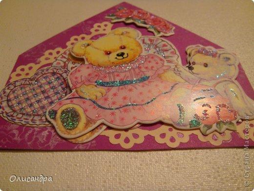 """МК по закладкам  <a href=""""http://scraphouse.ru/masterclass/flowers-and-decorations/beautiful-bookmarks-for-book.html"""" title=""""http://scraphouse.ru/masterclass/flowers-and-decorations/beautiful-bookmarks-for-book.html"""">http://scraphouse.ru/masterclass/flowers-and-decorations/beautiful-bookm...</a> А здесь закладки, сделанные ранее ... <a href=""""http://stranamasterov.ru/blog/34319/1484"""" title=""""http://stranamasterov.ru/blog/34319/1484"""">http://stranamasterov.ru/blog/34319/1484</a> ********************************************************************************************* Добрый день! Я ,в очередной раз, с закладками. В этот раз получилась """"Детская серия"""". Несмотря на то, что постепенно """"обрастаю"""" необходимыми материалами для скрапа, продолжаю использовать в своих работах и бросовый материал.  Не потому , что жаль расставаться с красивыми бумажками, просто хочется попробовать свои силы и сделать что-то симпатичное из того, что можно найти  в каждом доме. Использовала картон для детского творчества. Все фоны делала самостоятельно с помощью штампов и чернил. Пользовалась дыроколами и искала применение для стикеров. И вот , что получилось в итоге... . Фото 3"""