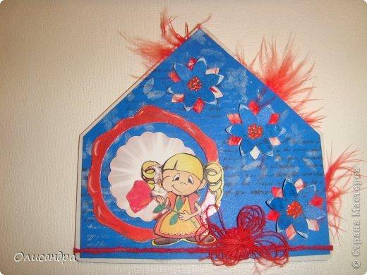 """МК по закладкам  <a href=""""http://scraphouse.ru/masterclass/flowers-and-decorations/beautiful-bookmarks-for-book.html"""" title=""""http://scraphouse.ru/masterclass/flowers-and-decorations/beautiful-bookmarks-for-book.html"""">http://scraphouse.ru/masterclass/flowers-and-decorations/beautiful-bookm...</a> А здесь закладки, сделанные ранее ... <a href=""""http://stranamasterov.ru/blog/34319/1484"""" title=""""http://stranamasterov.ru/blog/34319/1484"""">http://stranamasterov.ru/blog/34319/1484</a> ********************************************************************************************* Добрый день! Я ,в очередной раз, с закладками. В этот раз получилась """"Детская серия"""". Несмотря на то, что постепенно """"обрастаю"""" необходимыми материалами для скрапа, продолжаю использовать в своих работах и бросовый материал.  Не потому , что жаль расставаться с красивыми бумажками, просто хочется попробовать свои силы и сделать что-то симпатичное из того, что можно найти  в каждом доме. Использовала картон для детского творчества. Все фоны делала самостоятельно с помощью штампов и чернил. Пользовалась дыроколами и искала применение для стикеров. И вот , что получилось в итоге... . Фото 13"""