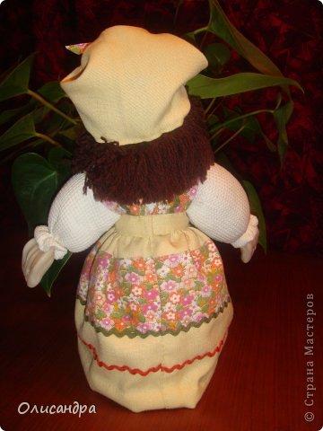 """В Стране Мастеров очень много красивых кукол.  """"Хозяюшка"""" далека от совершенства. Но я вложила в нее свою душу, т.к. делала в подарок.  Было сложно, потому что шить не умею и не люблю. Для меня эта куколка- маленький подвиг.  Швейную машинку так и не приобрела, поэтому опять вручную... . Фото 9"""
