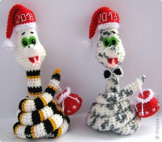Поделка, изделие Вязание крючком: Змейки. Пряжа Новый год. Фото 1