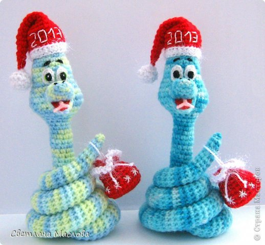 Игрушка, Поделка, изделие Вязание, Вязание крючком: Новогодние змейки Пряжа Новый год. Фото 1