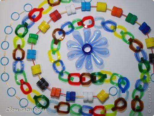 Мастер-класс Моделирование: Ёлочные цепи из пластика. Продолжаем украшать большую ёлку. Бутылки пластиковые Новый год. Фото 17