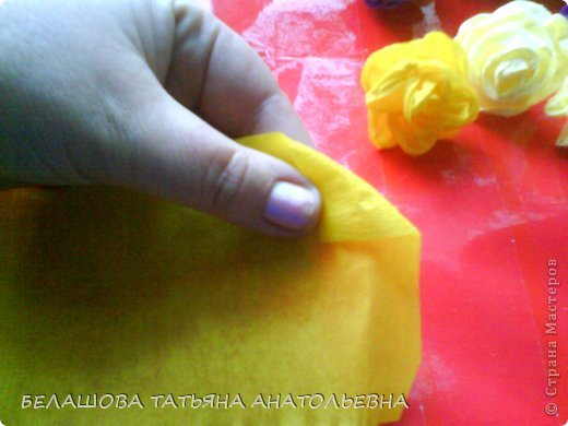 Мастер-класс Бумагопластика: Мастер класс:Как сделать оригинальный подарок. Бумага гофрированная, Бусинки 8 марта. Фото 3