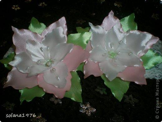 Украшение Цумами Канзаши: Цветочки Ленты. Фото 2