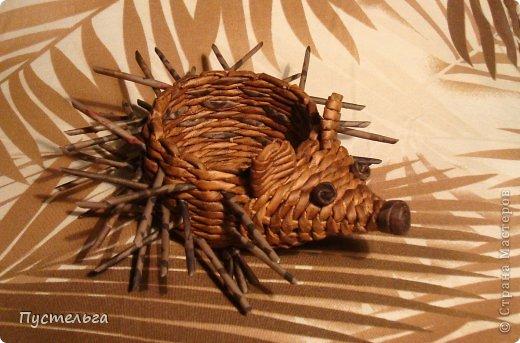 Поделка, изделие Плетение: Ёж и мышь Бумага газетная, Трубочки бумажные. Фото 1