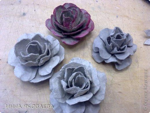 Мастер-класс Бумагопластика: Розы из яичного контейнера. Бумага. Фото 1