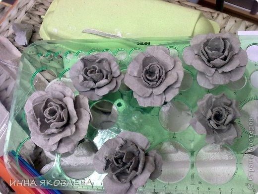 Мастер-класс Бумагопластика: Розы из яичного контейнера. Бумага. Фото 2