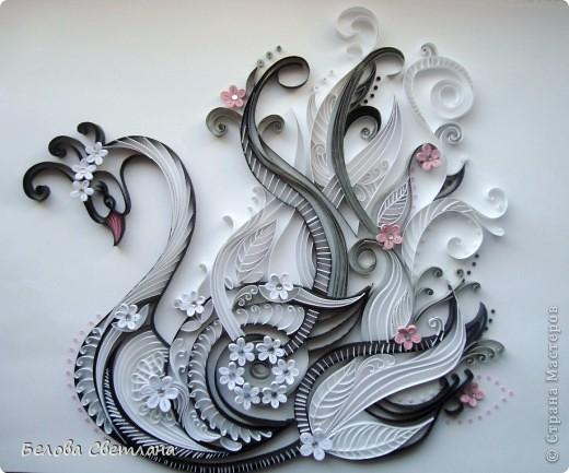 А я рисую лебедей ,<br /> Они невинны и горды<br /> Они похожи на людей ,<br /> Они такие ,как и ты.<br /> А я рисую лебедей<br /> И превращаю в красоту<br /> То ,малое, что есть у нас,<br /> Души порочной в чистоту ..<br /> А я рисую и рисую<br /> И отпускаю в небо птиц<br /> Начнем мы жизнь теперь иную<br /> С чистых .. неписанных страниц...<br /> Лебедь — символ возрождения, чистоты, целомудрия, благородства, мудрости, пророческих способностей, совершенства, поэзии и мужества.. Фото 1