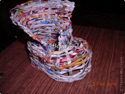 На одном иностранном сайте увидела плетеный башмак,описания там не было. Долго я его там рассматривала ,немного изменила и решила поделиться с вами его созданием.. Фото 12