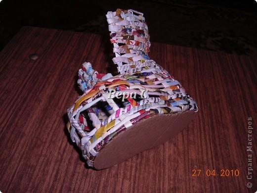 На одном иностранном сайте увидела плетеный башмак,описания там не было. Долго я его там рассматривала ,немного изменила и решила поделиться с вами его созданием.. Фото 14