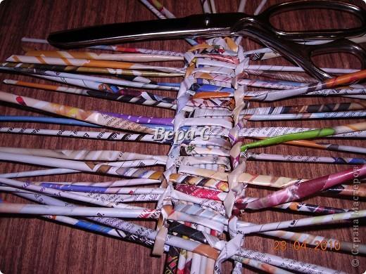 На просторах иностранного сайта увидела вот такое плетение.Решила испробовать и сразу же делиться с вами,мои плетеночники. Берем 6 палочек,можно больше(четное).. Фото 5