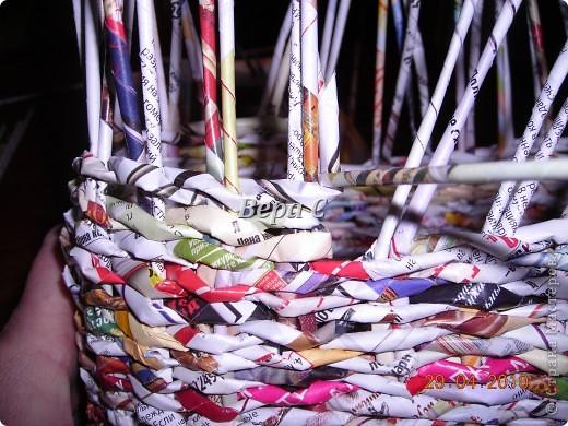 Мастер-класс,  Плетение, :  Опять  газета...  плетение овального донышка...  плетение двумя палочками ( 1 часть) Бумага журнальная Отдых, . Фото 14