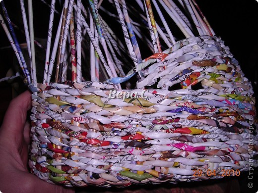 На просторах иностранного сайта увидела вот такое плетение.Решила испробовать и сразу же делиться с вами,мои плетеночники. Берем 6 палочек,можно больше(четное).. Фото 16