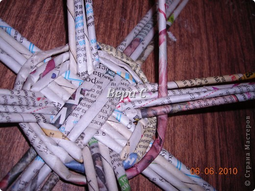 Многие пишут в комментариях, что плетеное донышко получается с дырками, не очень красивое. Вот сегодня я показываю, как сплести донышко плотным.. Фото 10
