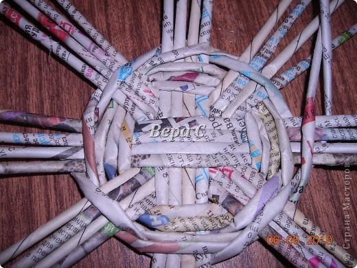 Многие пишут в комментариях, что плетеное донышко получается с дырками, не очень красивое. Вот сегодня я показываю, как сплести донышко плотным.. Фото 12