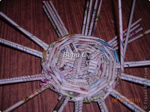 Многие пишут в комментариях, что плетеное донышко получается с дырками, не очень красивое. Вот сегодня я показываю, как сплести донышко плотным.. Фото 13