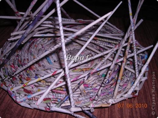 Многие пишут в комментариях, что плетеное донышко получается с дырками, не очень красивое. Вот сегодня я показываю, как сплести донышко плотным.. Фото 18