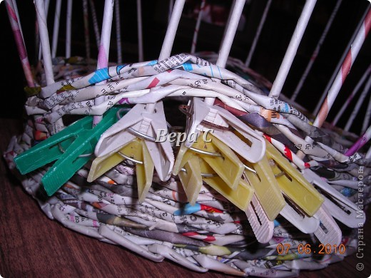 Многие пишут в комментариях, что плетеное донышко получается с дырками, не очень красивое. Вот сегодня я показываю, как сплести донышко плотным.. Фото 23