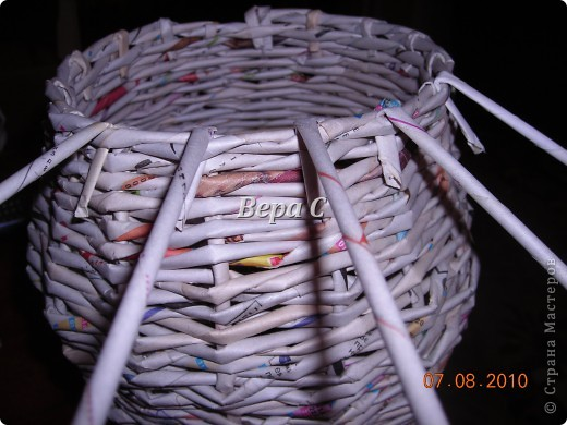 Вот такого слонёнка-бочонка я сплела из газетных трубочек. В нём можно хранить какие-то предметы,клубки и т.д. Крышкой у него служит шляпка.. Фото 12