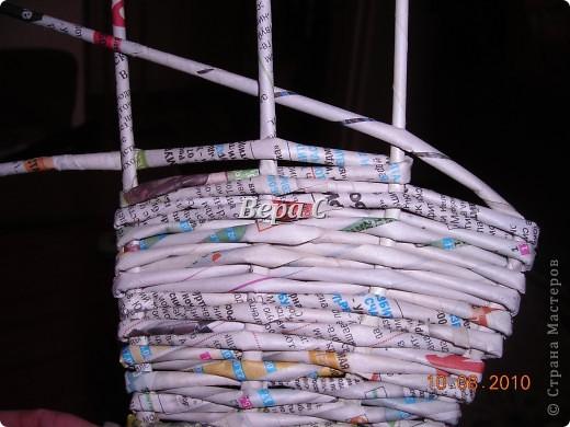 Вот такого слонёнка-бочонка я сплела из газетных трубочек. В нём можно хранить какие-то предметы,клубки и т.д. Крышкой у него служит шляпка.. Фото 17