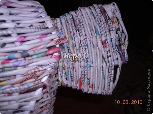 Вот такого слонёнка-бочонка я сплела из газетных трубочек. В нём можно хранить какие-то предметы,клубки и т.д. Крышкой у него служит шляпка.. Фото 18