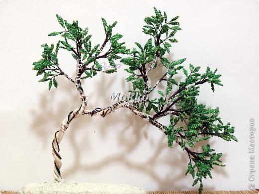 Листья сплетены в параллельной технике. Фото 12