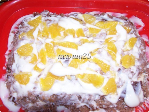 Девочки,решила поделиться рецептом тортика на скорую руку))) Ингредиенты: 1 яйцо,250 г сахара,250 г кефира .простокваши или ряженки, ваниль или какао по желанию,соль на кончике ножа,200г маргарина ,сода 1 ч ложка и мука. Крем 500г сметаны и 200г сметаны+ ваниль Глазурь : 2-3 ст л какао,2-3 ст л сахара,2ст л молока или воды и 50г масла слив.. Фото 13