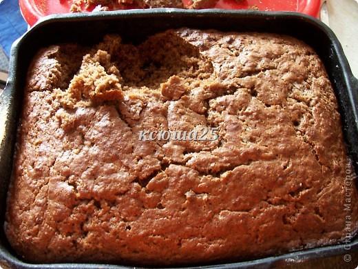 Ингредиенты: Тесто : 200г маргарина ,300г сахара,Кефир или сметана 300г,сода 1 ч л, какао 2-3 ст л,муки столько ,чтоб тесто было густым. Крем: сметана 800г,сахар200г,желатин 30г Фрукты любые по желанию.. Фото 2