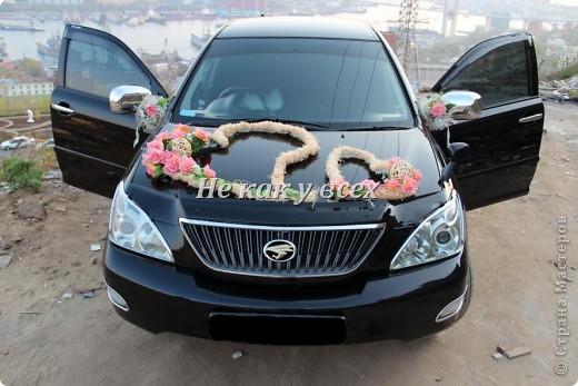 Свадебное украшение машины фатином