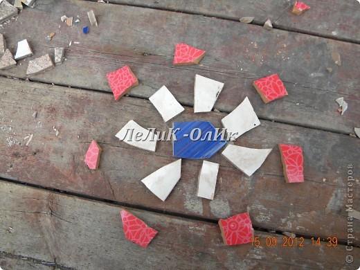 Мастер-класс, Фоторепортаж Мозаика, Орнамент: Плитка для огорода своими руками! Материал бросовый, Песок, Проволока. Фото 12
