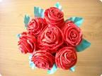 Букет красных роз из креповой бумаги