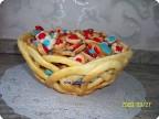 Из конфет и печенья поделки