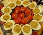 Фаршированные томаты и яйца