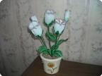 Увидела на полях интернета бисерный цветок-эустома.Попыталась воспроизвести.