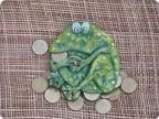жаба на монетках