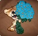 Мишка с голубыми ромашками ждет вашей помощи