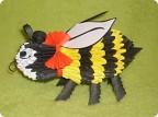 """Модульное оригами.  1. Вот такая пчелка у меня вышла.  2. Она же с  """"лица """" 3. ... ну и с другой стороны."""