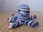 Выискала в Вебе схемы вязания игрушек и решила связать малеханького осьминога.  В базу.