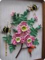 1.Вот мой шиповник и снова пчёлки2.Это цветочек ближе, лепестки в два ряда ,серединка-бахрома( 1бледно-зелёная полоса...