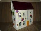 2. Этот картонный домик - эскиз для фанерного домика для кукол.  На нем посмотрели все огрехи, как что надо и не надо...