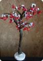 Грозди: На медной проволоке делала гроздь из 12-14 красных бисерин, каждая бисерина на своей ножке, а ножки по...