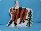 Тигр в зимнем лесу.