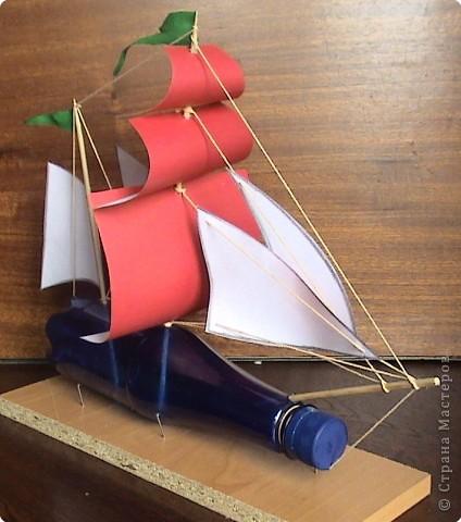 Наступило лето. Многие ребята уехали отдыхать. Предлагаю Вам построить бутылочную флотилию. Корабли можно строить по подобию известных парусников, а можно придумать и самим. На небольших водоемах можно устраивать морские бои, парусные регаты или просто отправлять свои корабли в далекие плавания.  фото 14