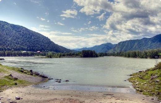 Я родилась в Горном Алтае. Здесь очень красивая природа. Любуясь другими фоторепортажами, решила показать вам свою Родину. Её часто называют Голубой Алтай, так как горы в далеке имеют синие оттенки. фото 6