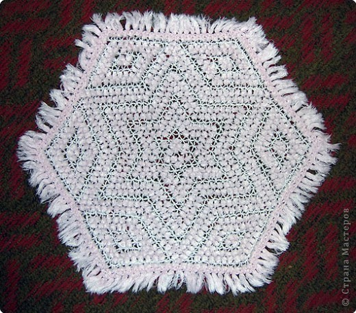 Хочу показать вам ещё несколько салфеток плетённых на раме. фото 2