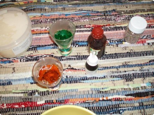 Мыло из готовой основы варить легко и быстро и весело! я взяла прозрачную основу, приблизительно 100гр, растопила в печке (ВНИМАНИЕ! ставим не более чем на 30 сек и проверяем!). При желании в основу добавляем натуральные масла. фото 3