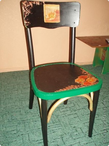 этот стул мы нашли. Трафарет, кракелюр, декупаж, и стул готов фото 7