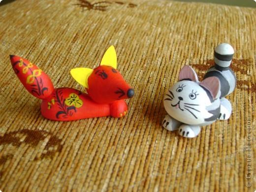 умный опытный лис и озорной, любознательный котенок. =) фото 1