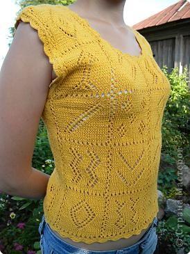 Желтый топ связан на спицах.  фото 1